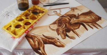 melukis dengan kopi